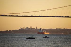 Стамбул. Мост через Босфор.