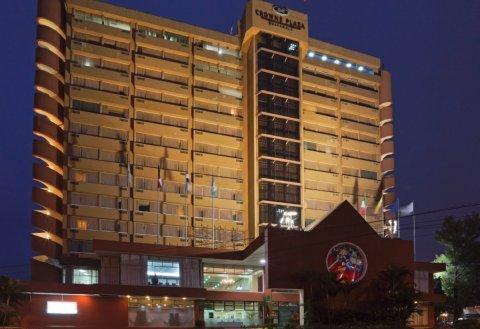 Фото отеля Crowne Plaza 4*