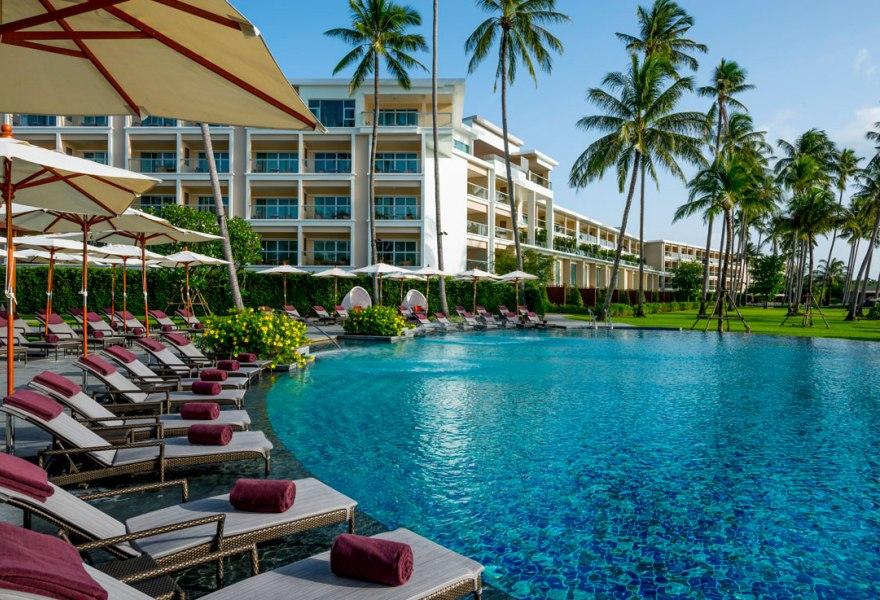 Фото отеля Crowne Plaza Phuket Panwa Beach Resort 4*