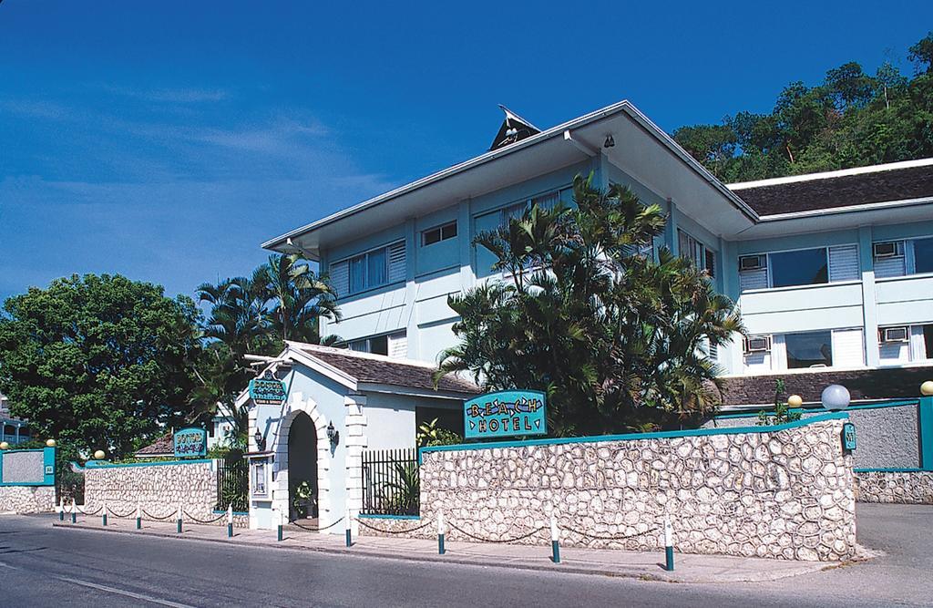 Фото отеля Doctors Cave Beach 3*