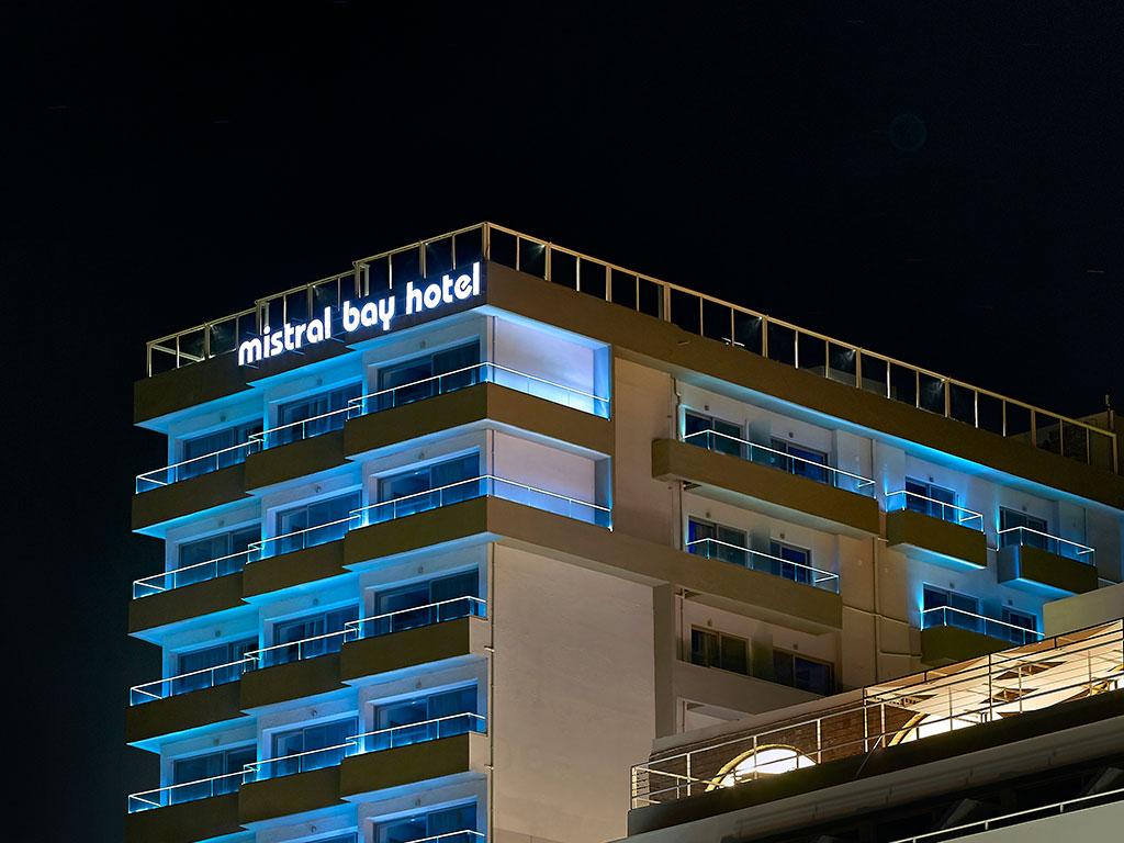 Фото отеля Mistral Bay 4*