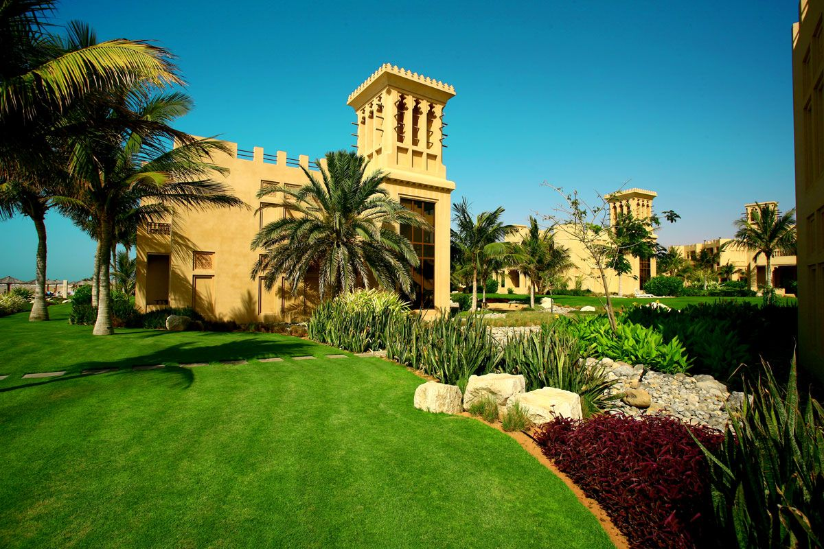 Фото отеля Al Hamra Fort Hotel & Beach Resort 5*