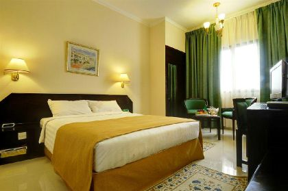 Фото 4* Holiday Inn Muscat-Al Madinah