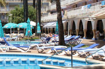 Les Oliveres Beach Resort Amp