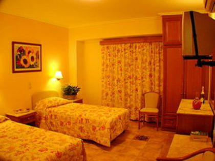 ���� 4* Andreolas Luxury Suites