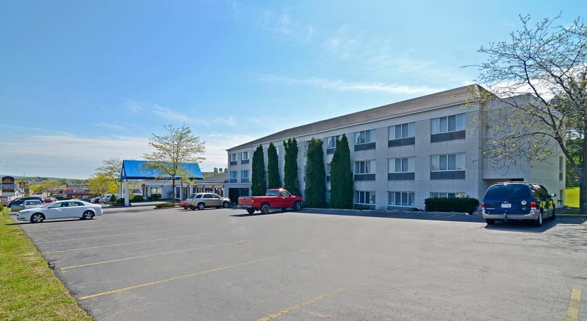 Фото отеля Americas Best Value Inn-Baraboo 2*