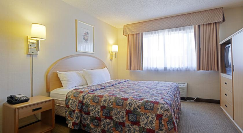 Фото отеля Americas Best Value Inn Visalia 2*