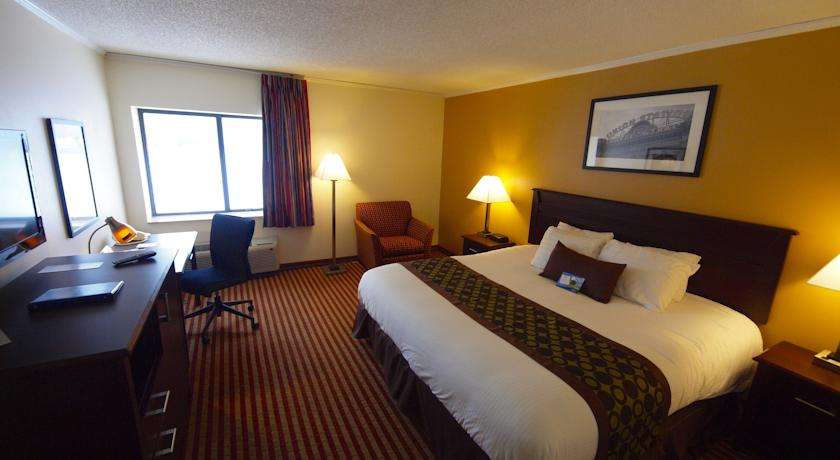 Фото отеля Baymont Inn and Suites Kansas City South 2*