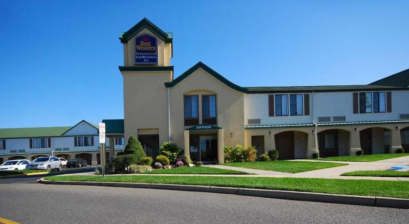 Фото отеля Best Western East Brunswick Inn 2*