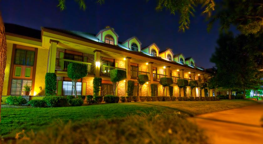 Фото отеля Best Western Plus Raffles Inn & Suites 3*