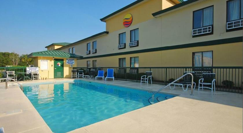 Фото отеля Comfort Inn North Myrtle Beach 2*