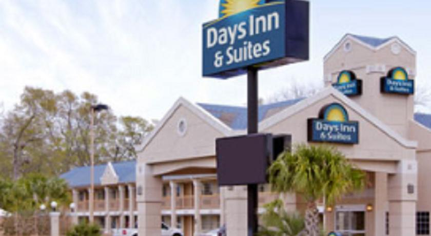 Фото отеля Days Inn & Suites Nacogdoches 2*