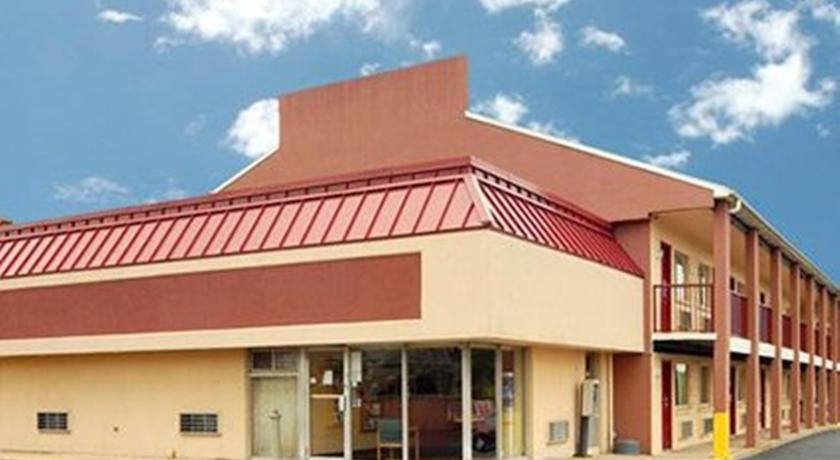 Фото отеля Econo Lodge Northeast