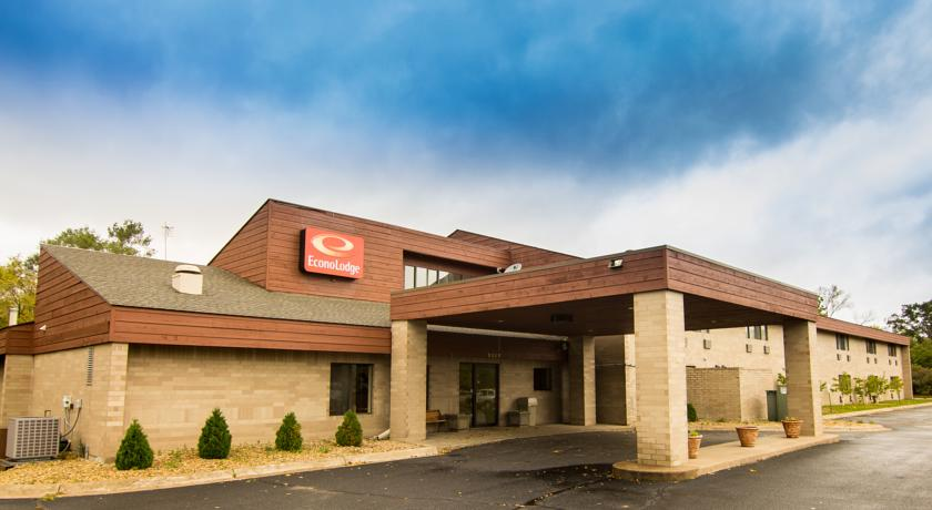 Фото отеля Econo Lodge River Falls EX Super 8 River Falls 2*