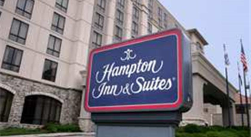Фото отеля Hampton Inn & Suites Kansas City - Country Club Plaza 3*