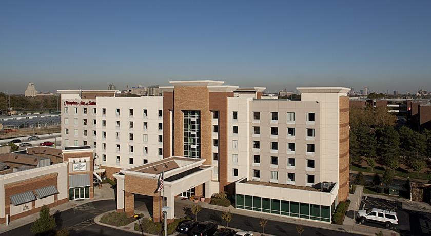 Фото отеля Hampton Inn & Suites Saint Louis at Forest Park 3*