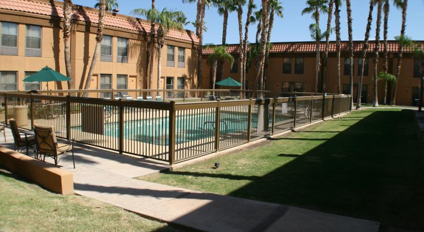 Фото отеля Hampton Inn Phoenix Scottsdale at Shea Boulevard 3*