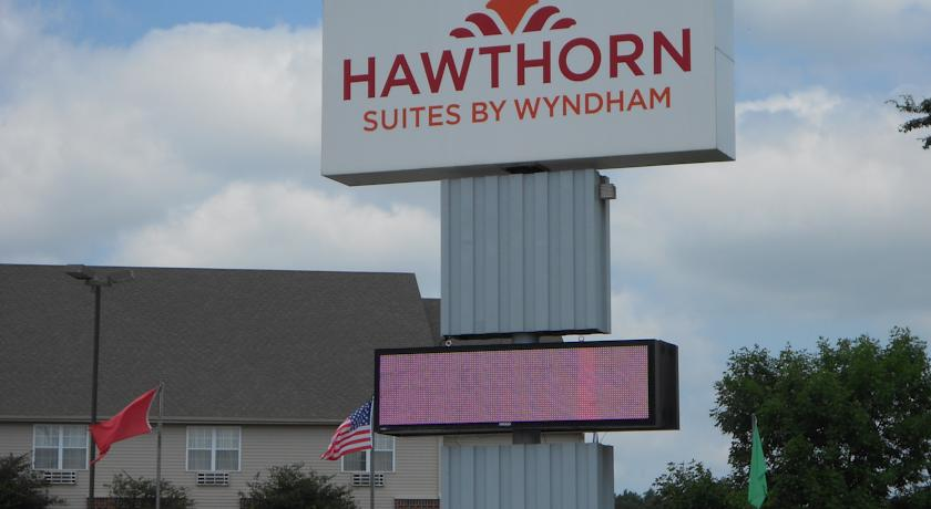 Фото отеля Hawthorn Suites by Wyndham Wichita West -
