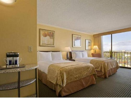 Фото отеля Hilton Irvine - Orange County Airport 4*