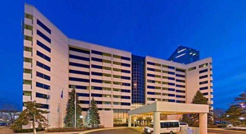 ���� ����� Hilton Suites Chicago-Oak Brook 3*