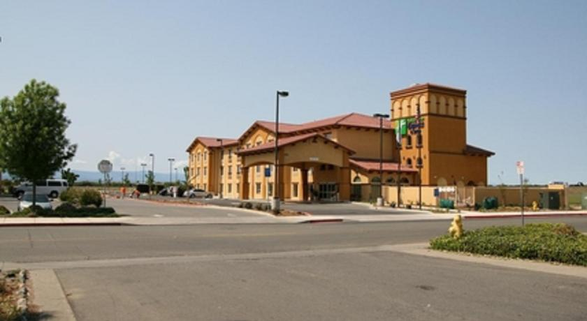 Фото отеля Holiday Inn Express & Suites - Willows 2*