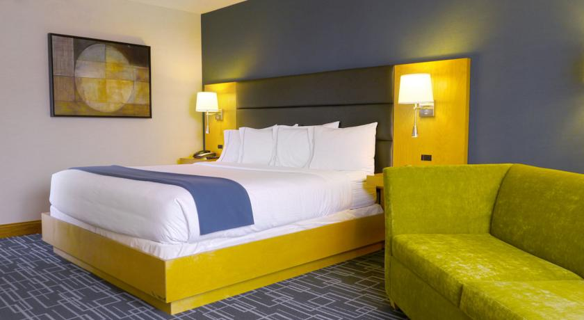 Фото отеля Holiday Inn Express Hotel & Suites Stamford 2*