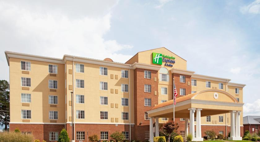 Фото отеля Holiday Inn Express Petersburg - Fort Lee 2*