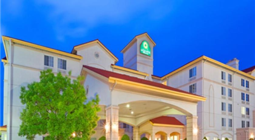 Фото отеля La Quinta Inn & Suites DFW Airport South - Irving 3*