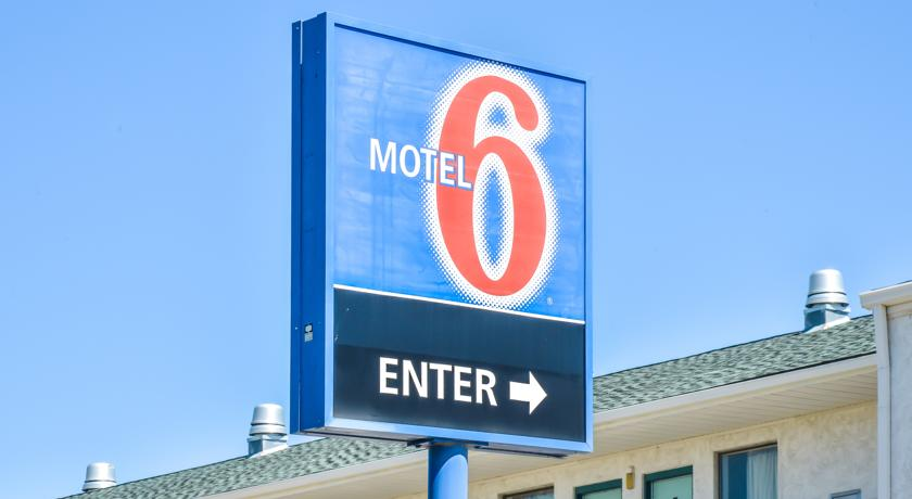 Фото отеля Motel 6 Topeka West 2*
