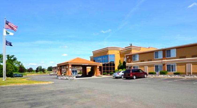 Фото отеля Quality Inn & Suites Albany Airport 2*