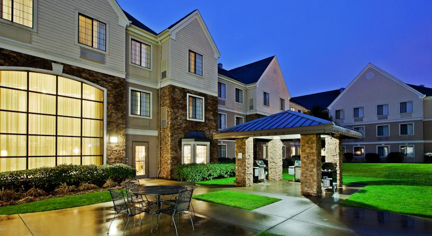 Фото отеля Staybridge Suites Portland - Airport 2*