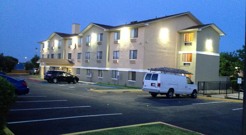 ���� ����� Super 8 Vacaville 2*