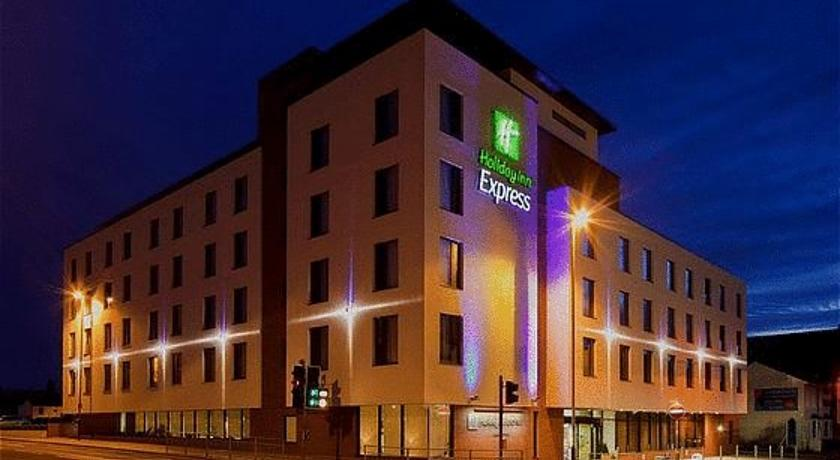 Фото отеля Express by Holiday Inn Cheltenham 3*
