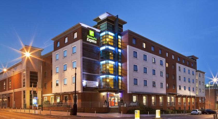 Фото отеля Express By Holiday Inn  Stevenage -