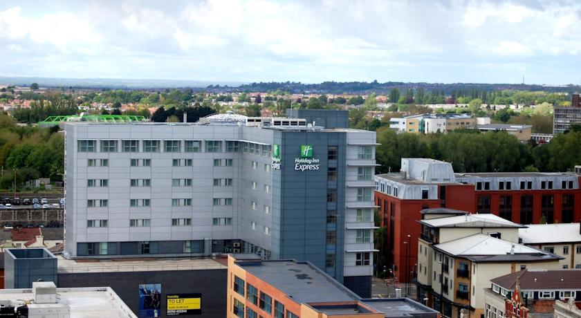 Фото отеля Express By Holiday Inn Swindon City Centre 2*