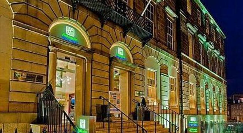Фото отеля Express By Holiday Inn Edinburgh City Centre 2*