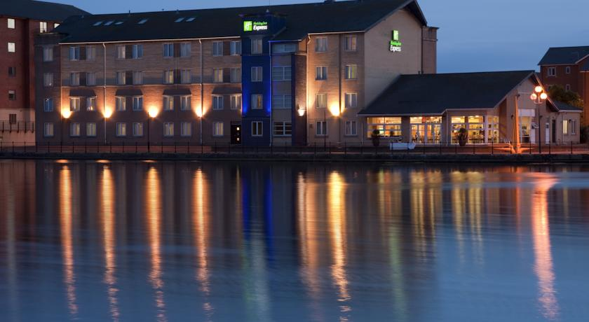 ���� ����� Holiday Inn Express Cardiff Bay 3*