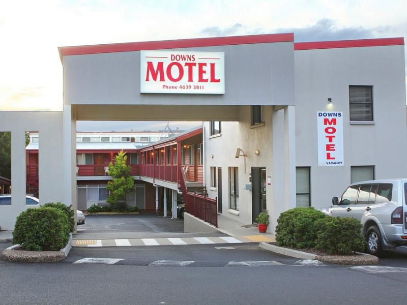 Фото отеля Downs Motel -