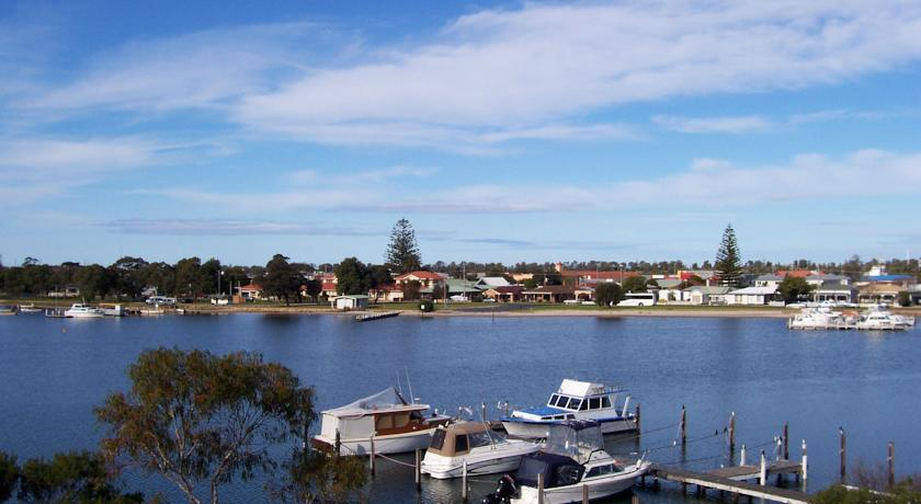 Фото отеля Econo Lodge Absolute Lakes Entrance -