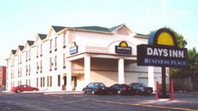 Фото отеля Days Inn Toronto East Lakeview 3*