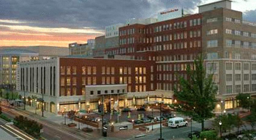 ���� ����� Hilton Garden Inn Richmond Downtown 3*