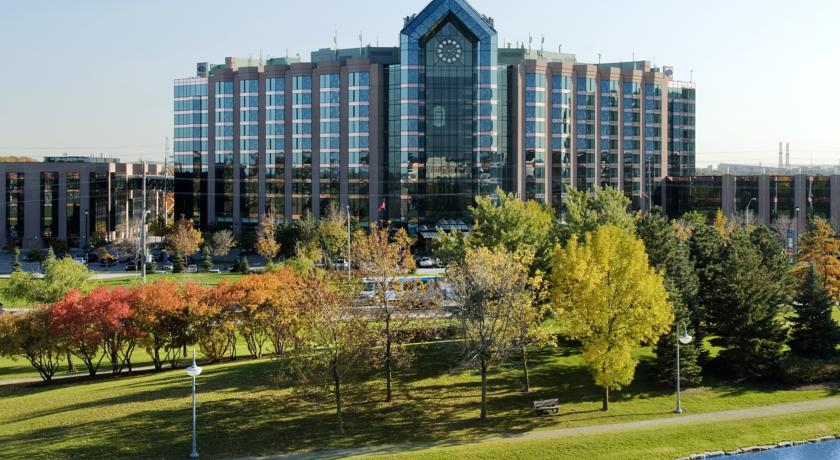 Фото отеля Hilton Toronto Markham Suites Conference Centre & Spa 4*