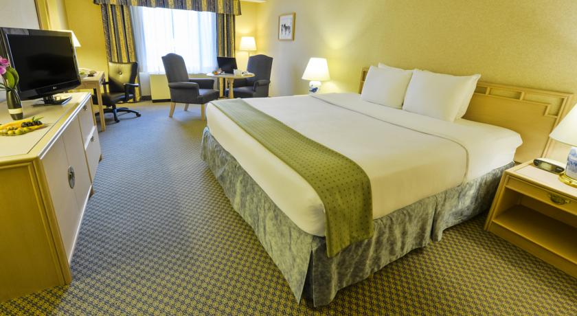 Фото отеля Holiday Inn Select Montreal Centre-Ville 3*