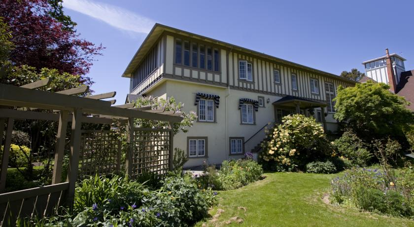 Фото отеля Oak Bay Guest House -