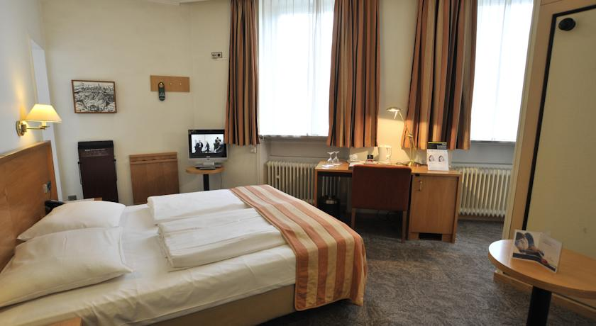 Фото отеля Golden Tulip Central Molitor 4*