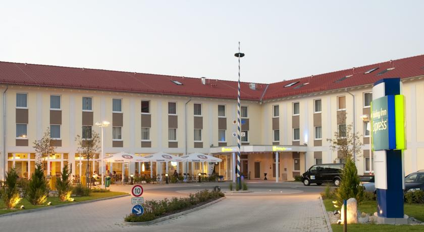 Фото отеля Express by Holiday Inn Munich Airport 3*