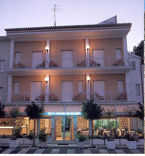 Meuble la spiaggiola hotel numana 3 for Hotel meuble la spiaggiola