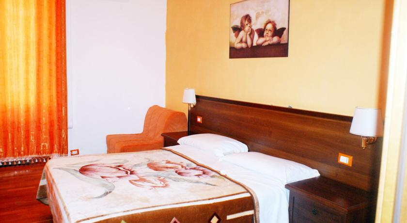 Фото отеля Romina Rooms -