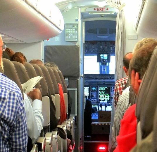 Телефонные звонки во время авиаперелета могут разрешить