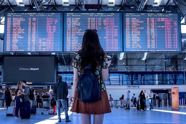 Авиакомпании аннулировали 110 допусков на рейсы за границу